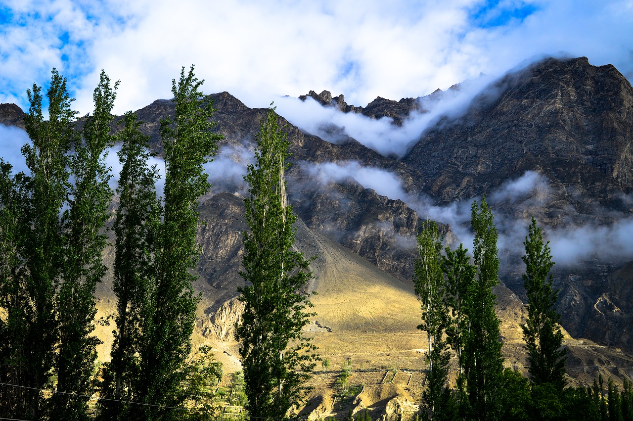 hunza  landscape  mountains free photo
