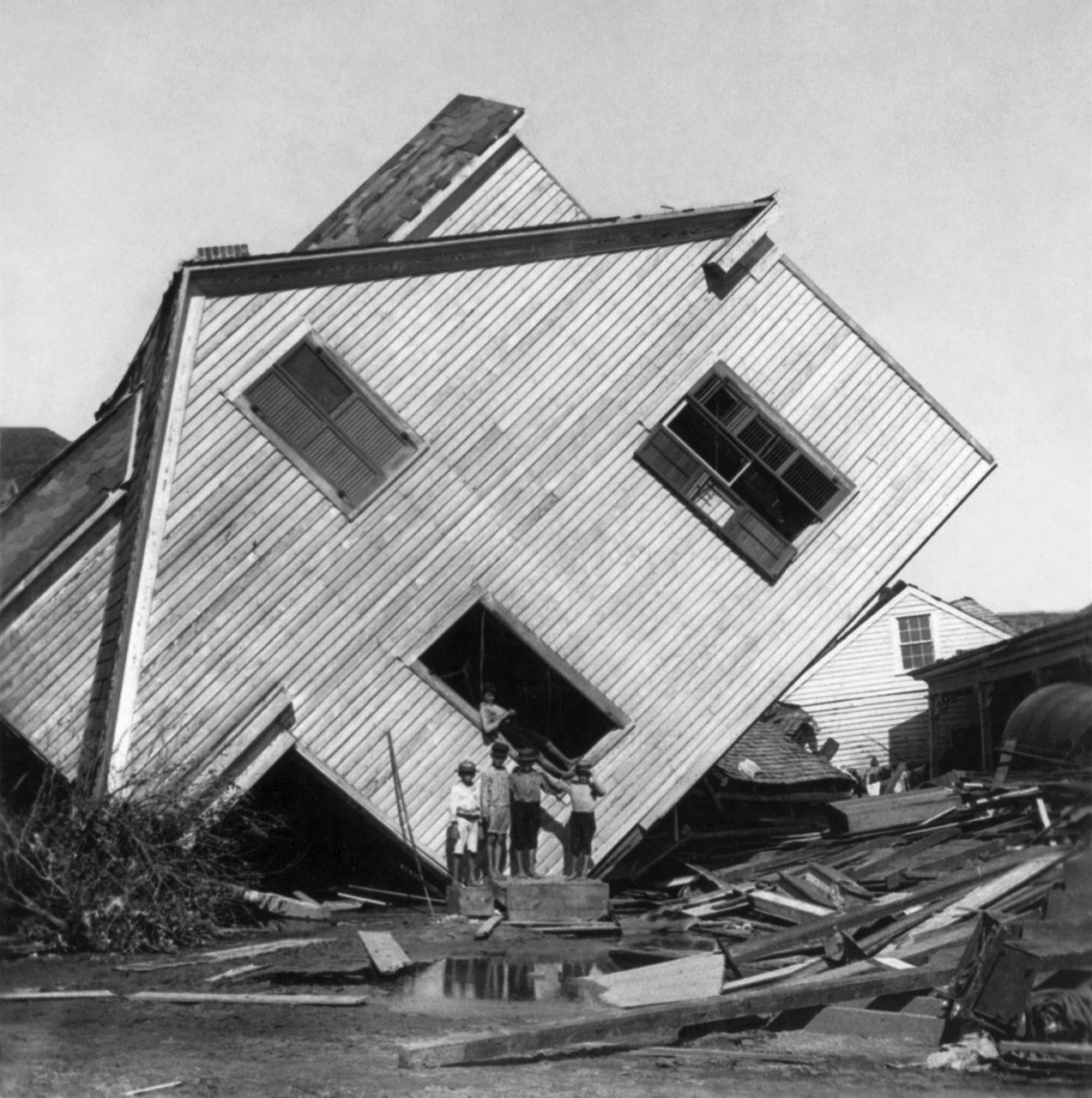 hurricane,devastation,destruction,galveston,texas,1900,forward,destroyed,misfortune,bad luck,natural disaster,disaster,homeless,free pictures, free photos, free images, royalty free, free illustrations, public domain