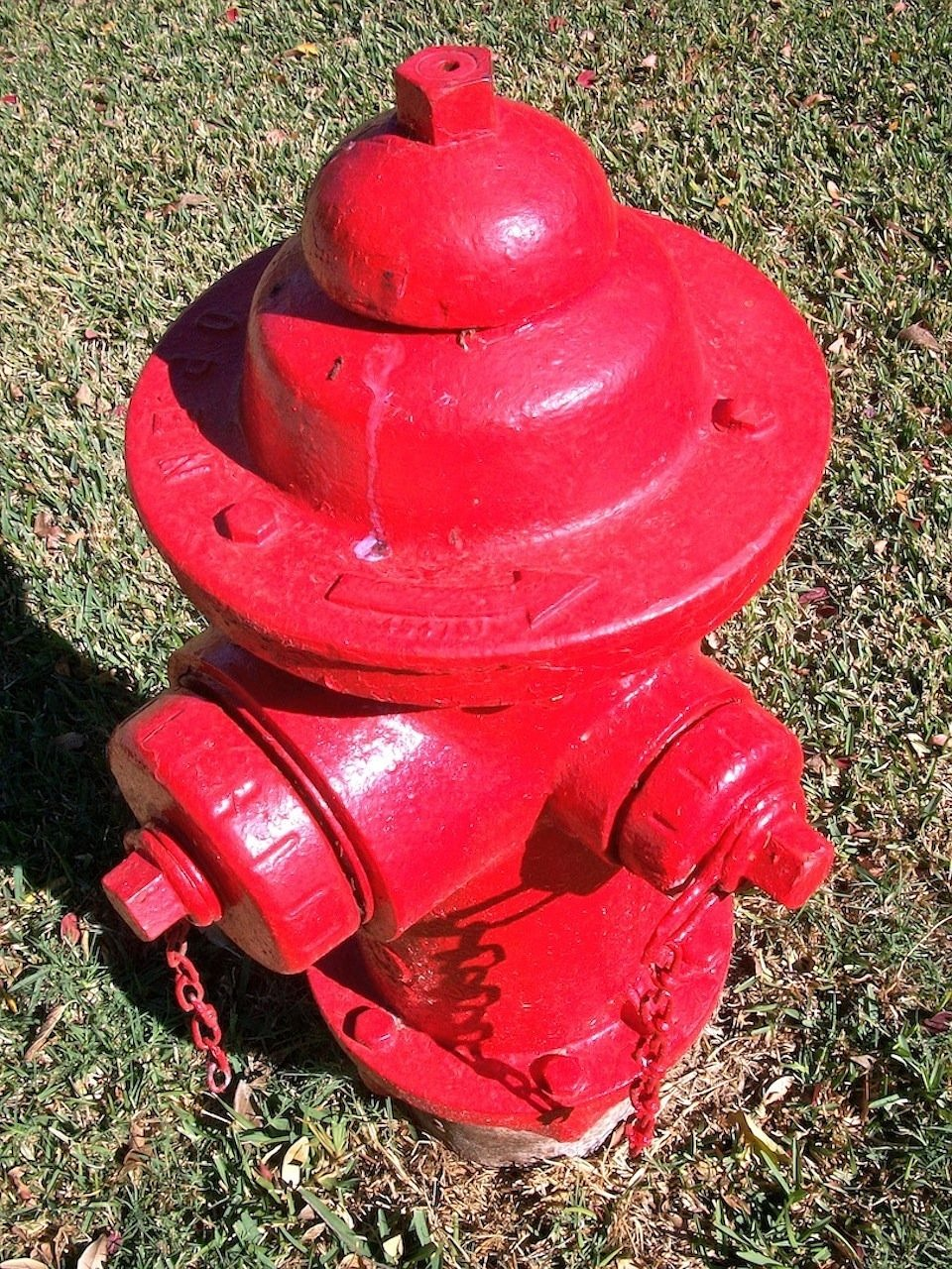 hydrant,fire,red,water,emergency,firefighting,pressure,valve,free pictures, free photos, free images, royalty free, free illustrations, public domain