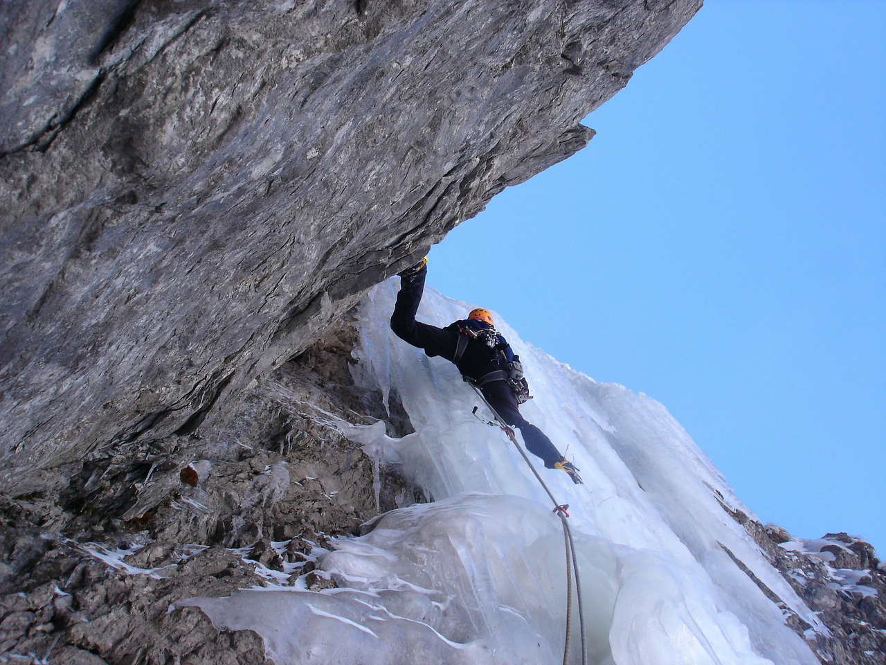 ice climbing,alpinism,bergsport,alpine,climb,mountains,ice,cold,waterfall,frozen,icefall,free pictures, free photos, free images, royalty free, free illustrations, public domain