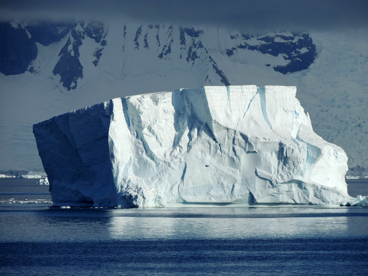 iceberg en antarctica free photo