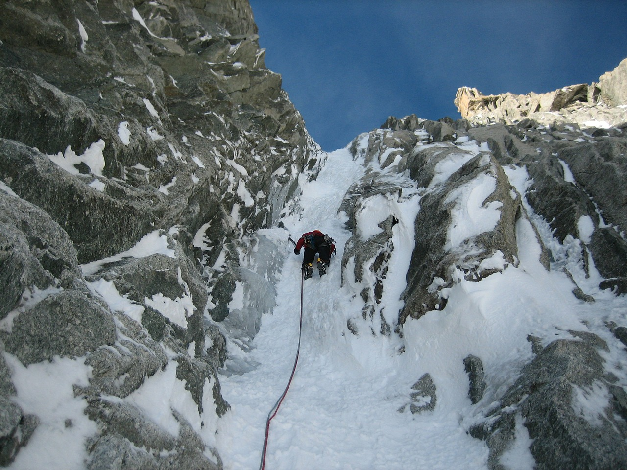 icy channel,ice climbing,mont blanc du tacul,chamonix,alpine,snow,mountains,high mountains,eiscouloir,free pictures, free photos, free images, royalty free, free illustrations, public domain