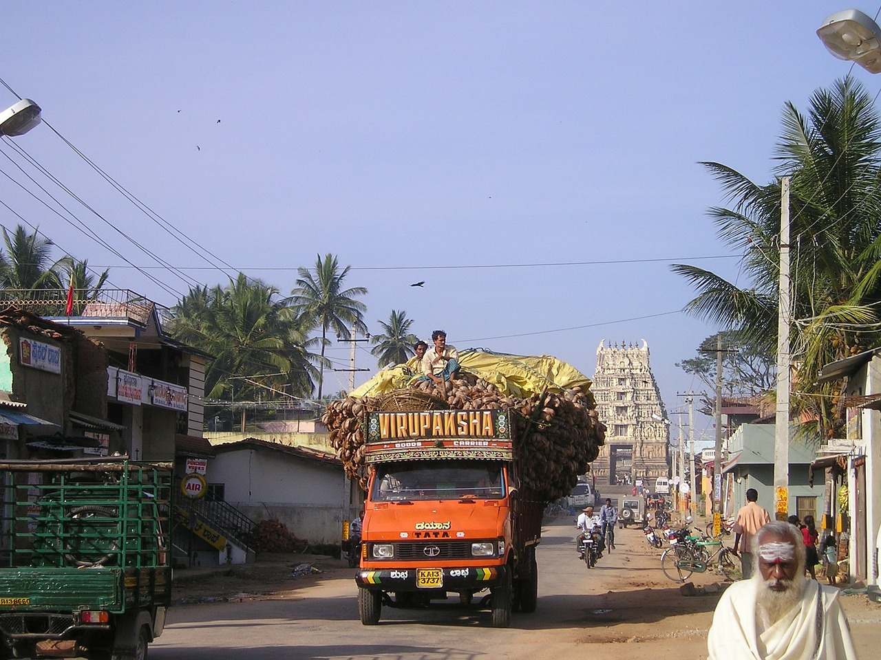 india overloaded truck free photo