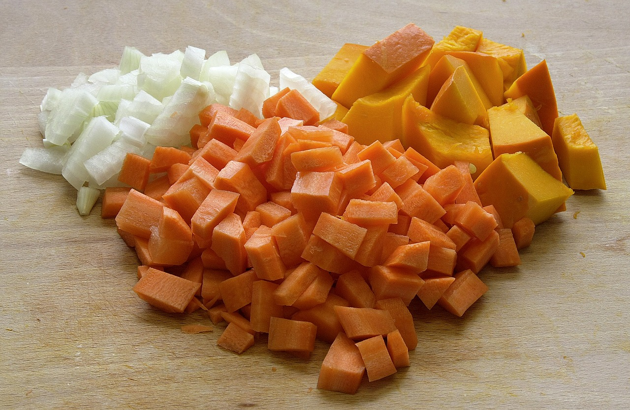 ingredients,pumpkin soup,vegetables,cut,hacked,food,eat,edible,onion pieces,carrot pieces,pieces of pumpkin,free pictures, free photos, free images, royalty free, free illustrations, public domain