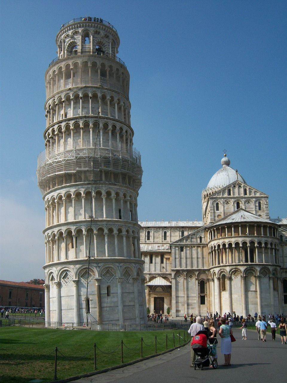 italy leaning tower of pisa leaning tower free photo