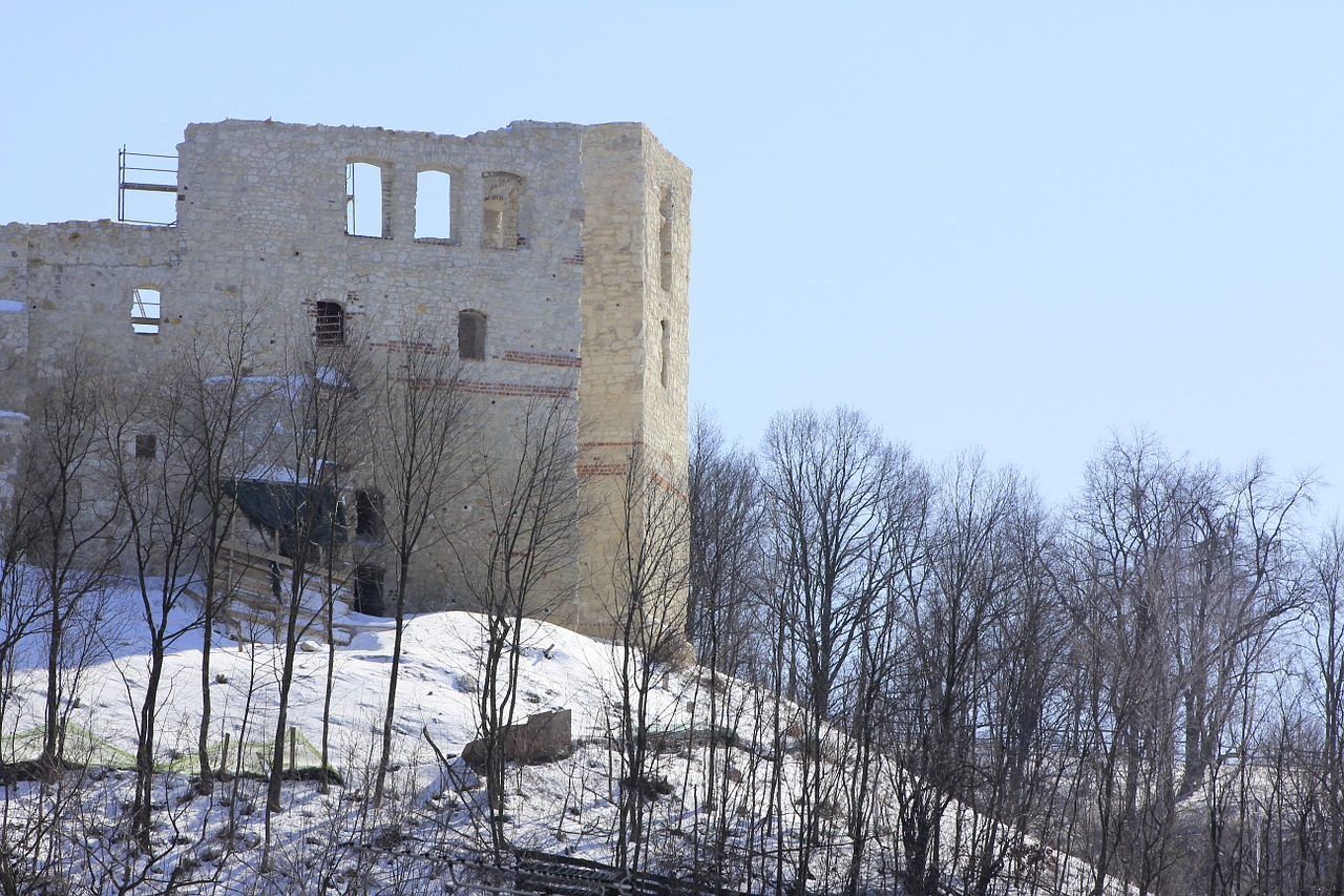kazimierz dolny tower winter free photo
