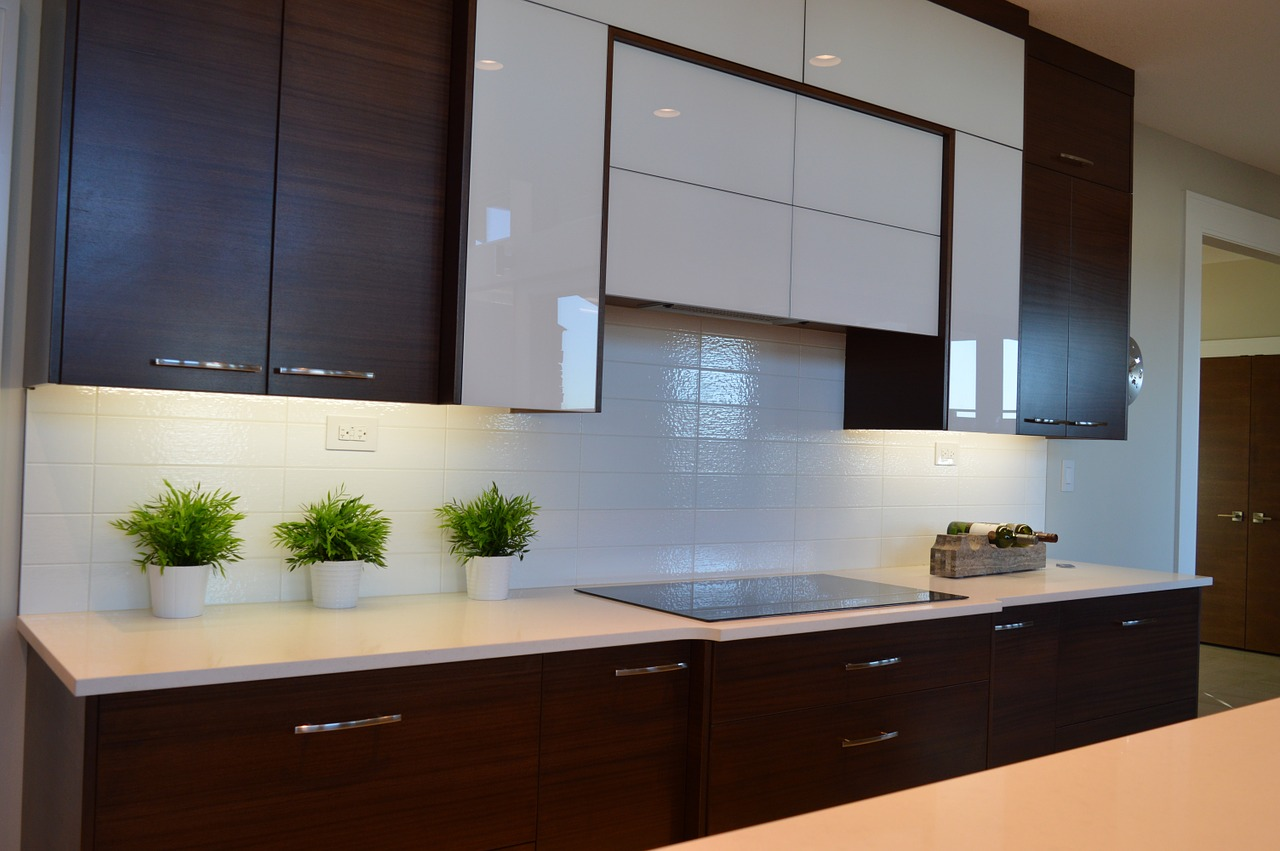 ways to clean a kitchen cabinets