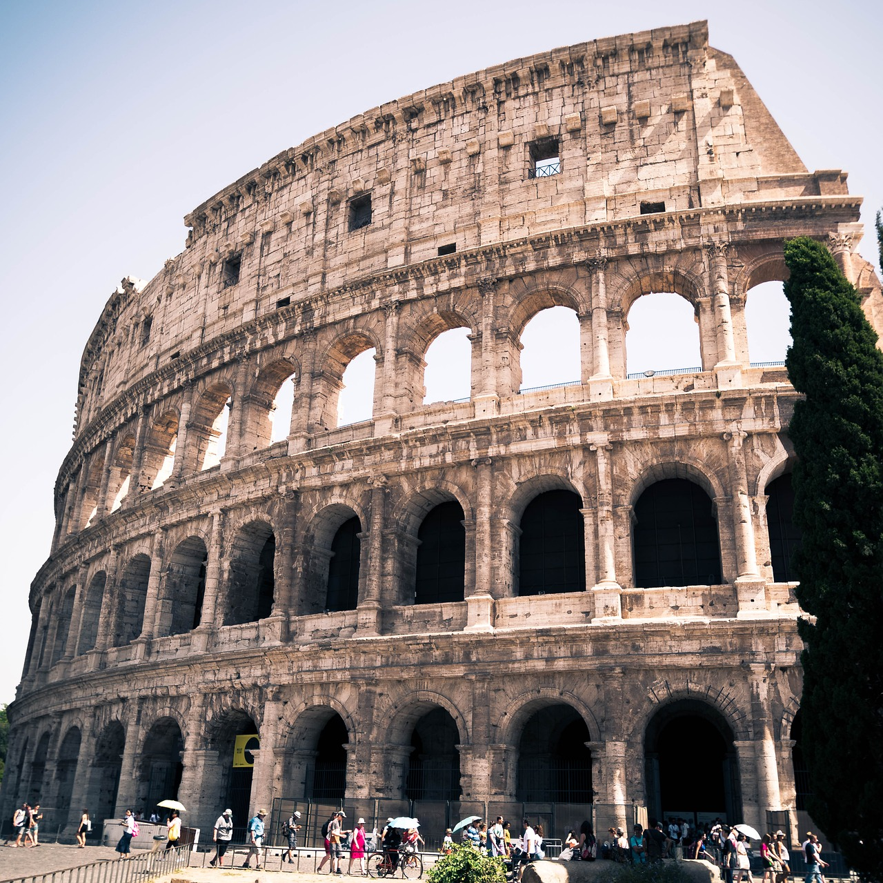 kolosseum,rome,architecture,romeriket,sun,italy,antiquity,antique rome,the colosseum,old,free pictures, free photos, free images, royalty free, free illustrations, public domain