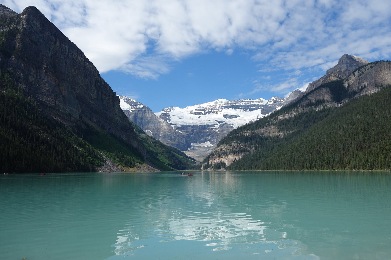 lake  louise  banff free photo