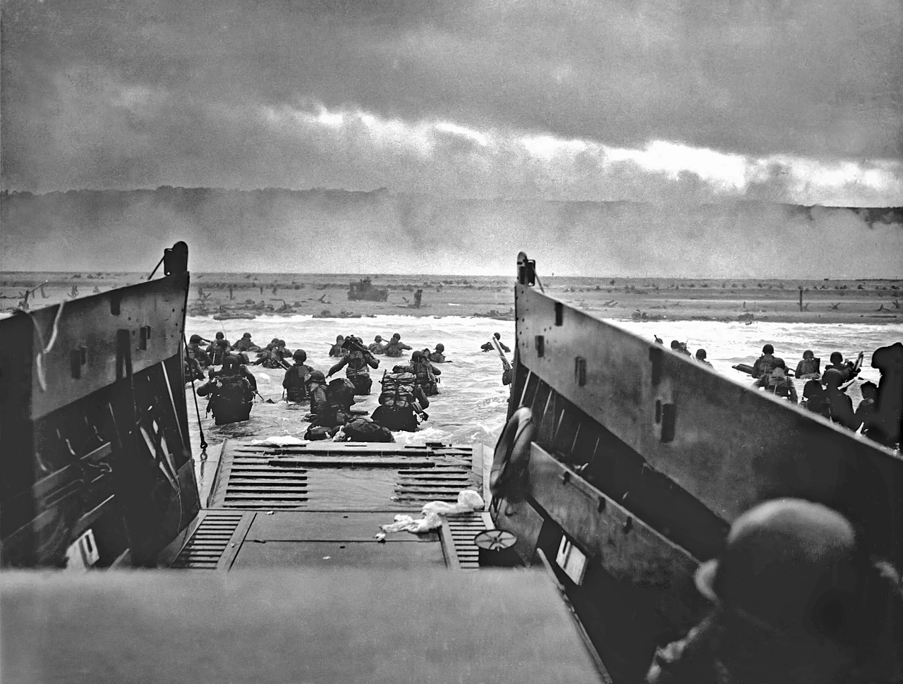 landing craft omaha beach normandy free picture