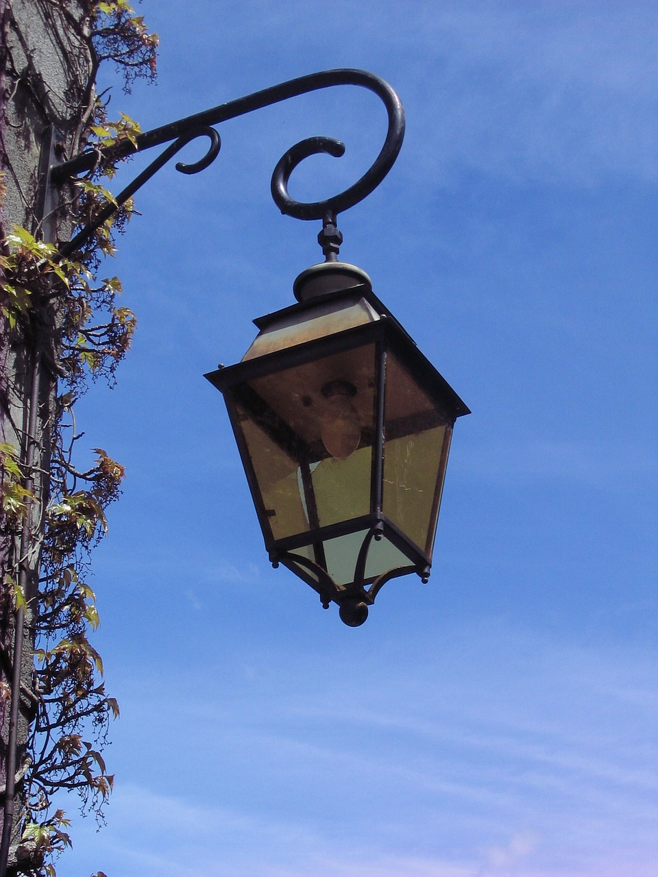 lantern,lights,lamp,street lamp,sky,light,old,decorated,metal,architecture,ancient,iron,free pictures, free photos, free images, royalty free, free illustrations