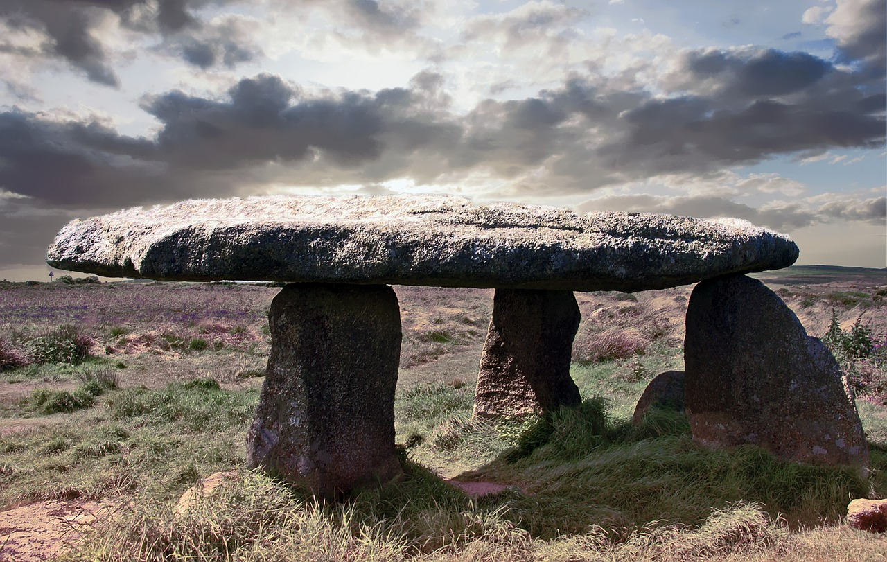 lanyon quoit  south gland  dolmen free photo