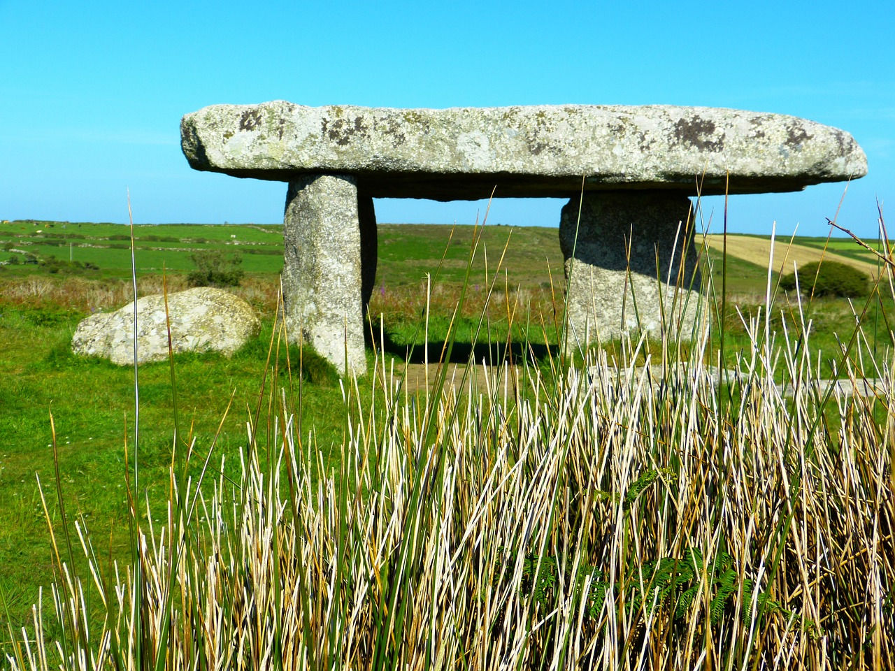 lanyon quoit quoit giant's giant's table free photo