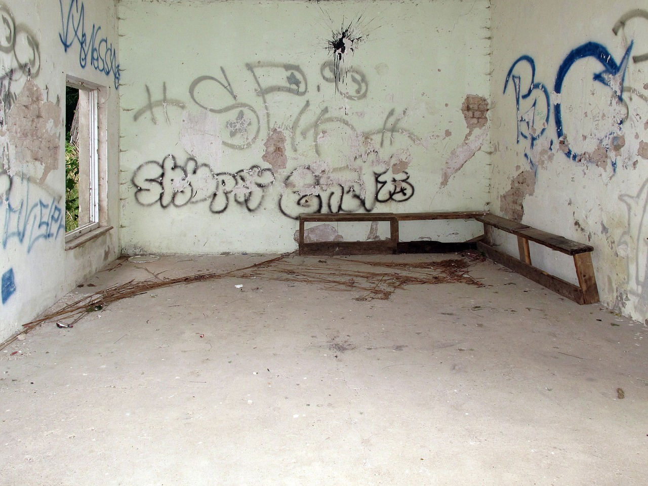 leave graffiti lost places free photo