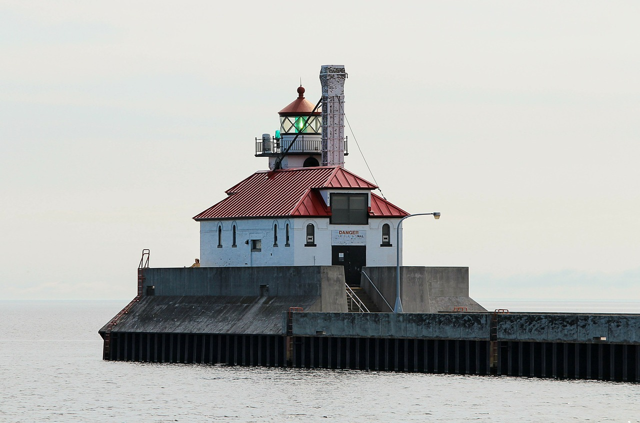 lighthouse south breakwater duluth minnesota free photo