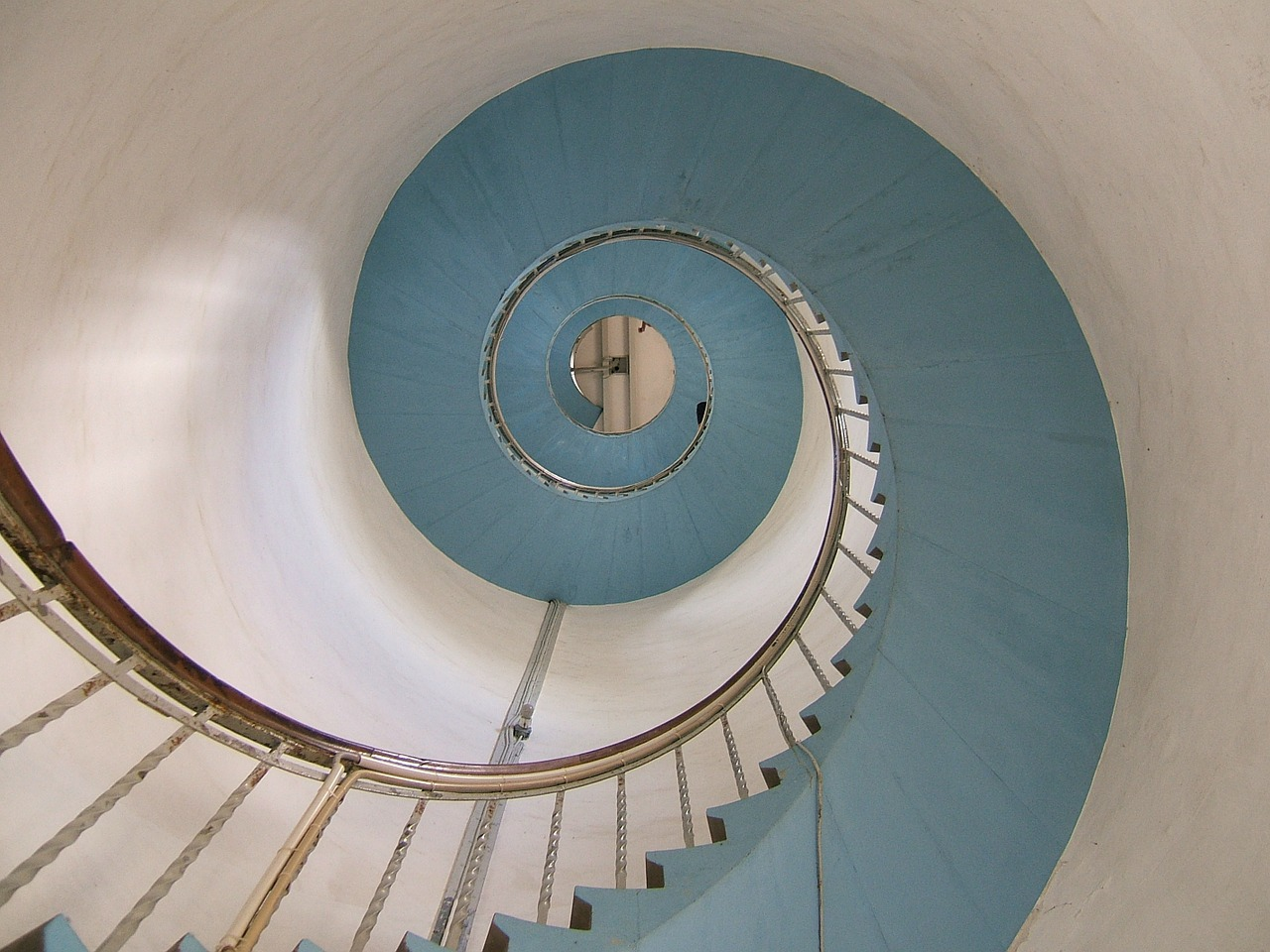 lighthouse stairs snail free picture