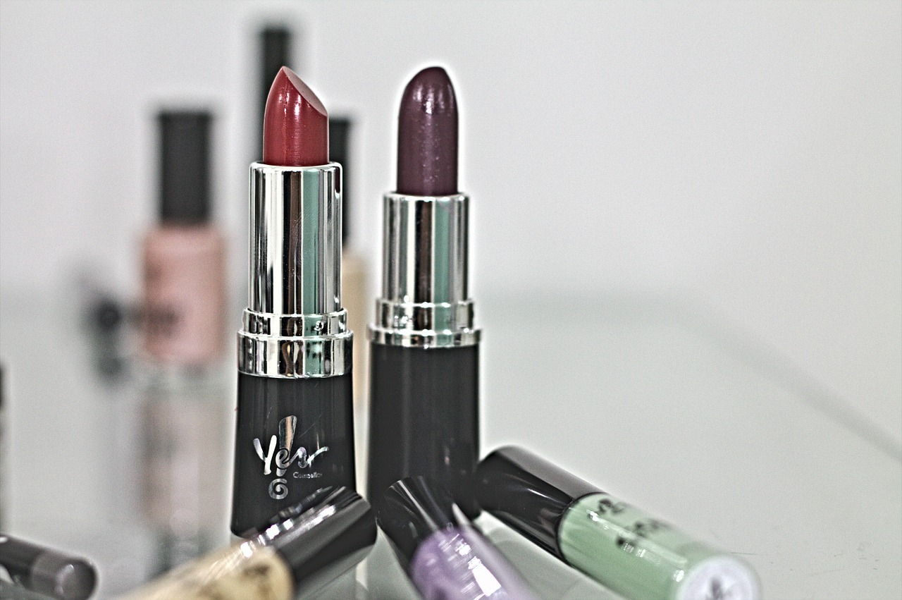 lipstick,red,purple,lips,beauty,passion,free pictures, free photos, free images, royalty free, free illustrations, public domain