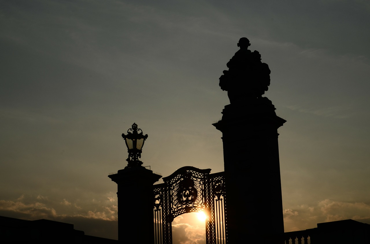 london buckingham palace gates england free photo