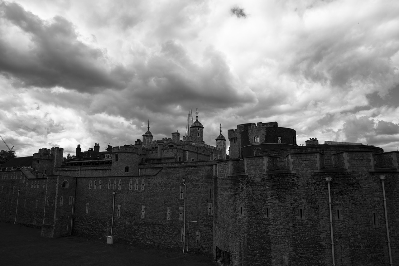 london tower castle sky free photo