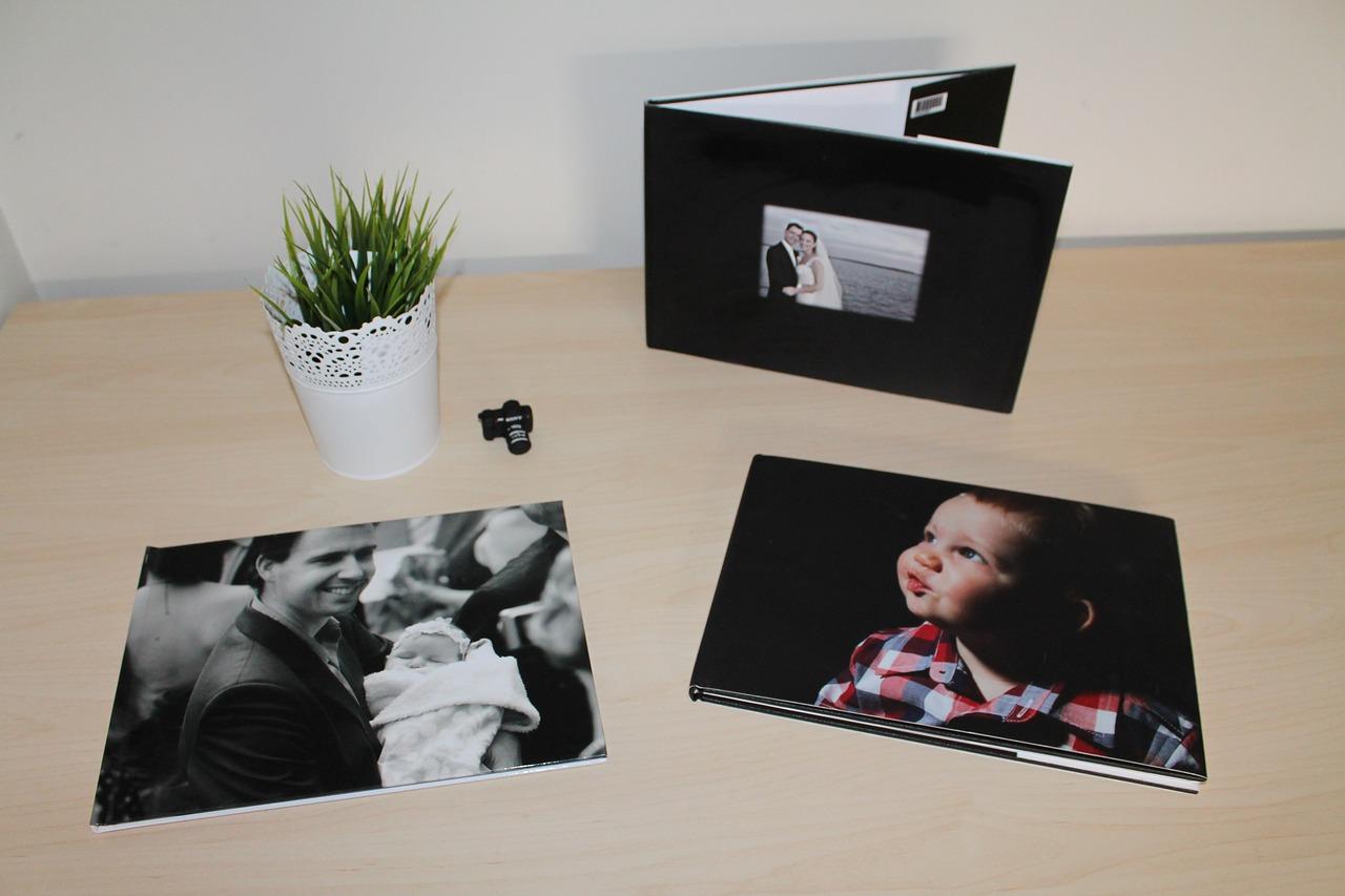 Download free photo of Love,photos,photo book,photo album,memories - from needpix.com