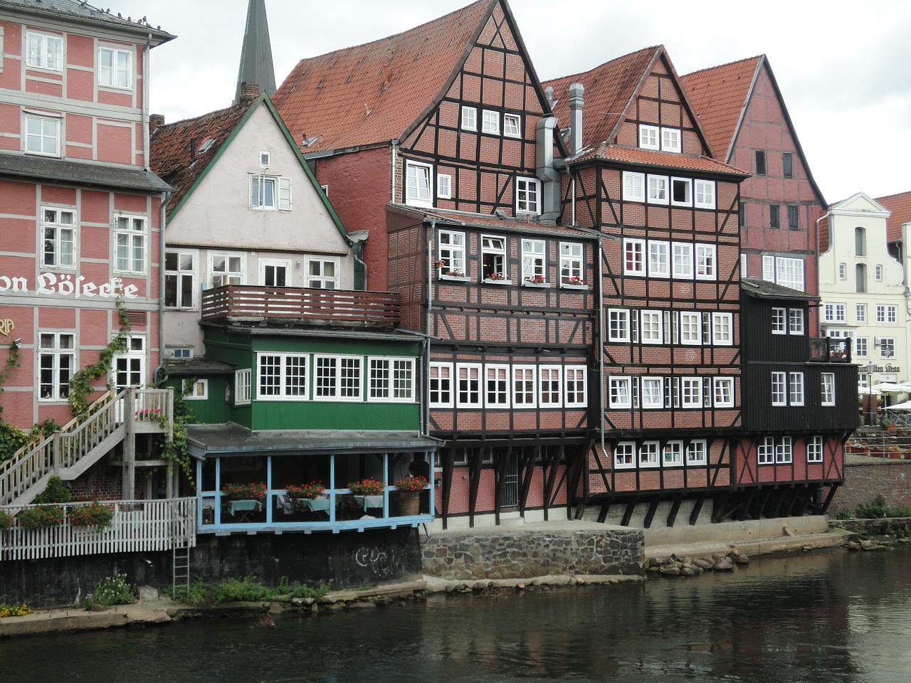 lüneburg,water,bank,old houses,houses facades,historical houses,free pictures, free photos, free images, royalty free, free illustrations, public domain