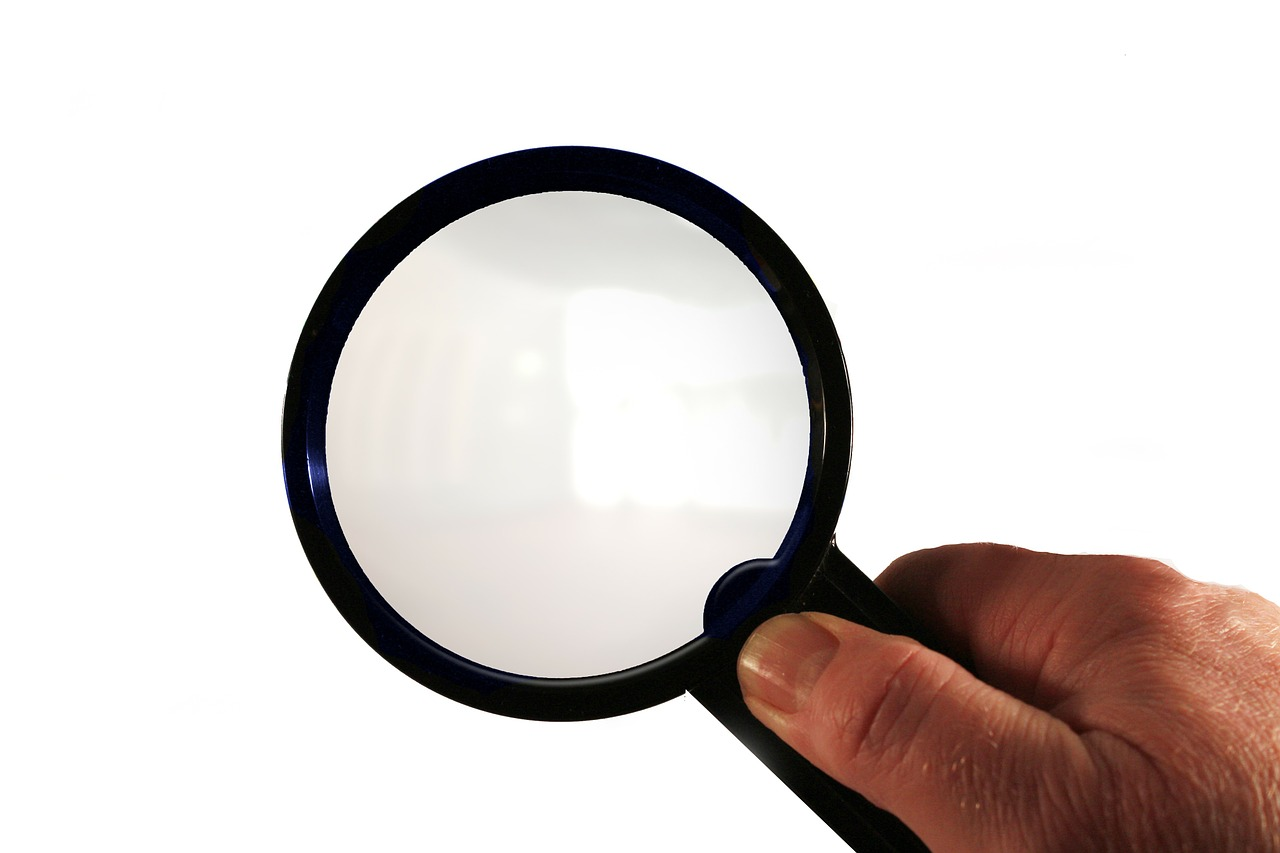 magnifying glass hand finger free photo