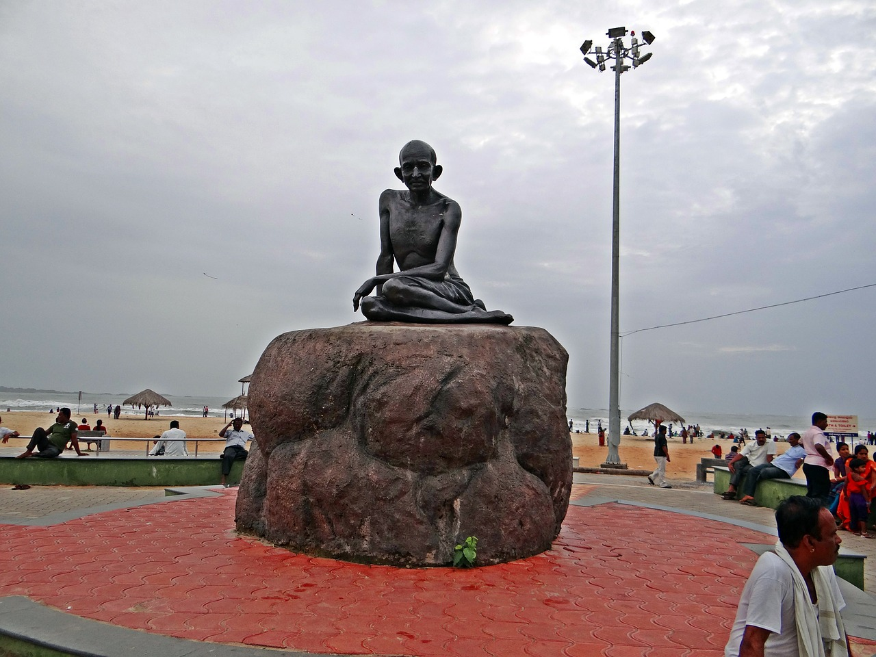 mahatma,gandhi,statue,sculpture,india,landmark,monument,history,historical,historic,nonviolence,udupi beach,bronze,carving,inspiration,hope,symbol,heritage,non-violence,inspirational,free pictures, free photos, free images, royalty free, free illustrations, public domain