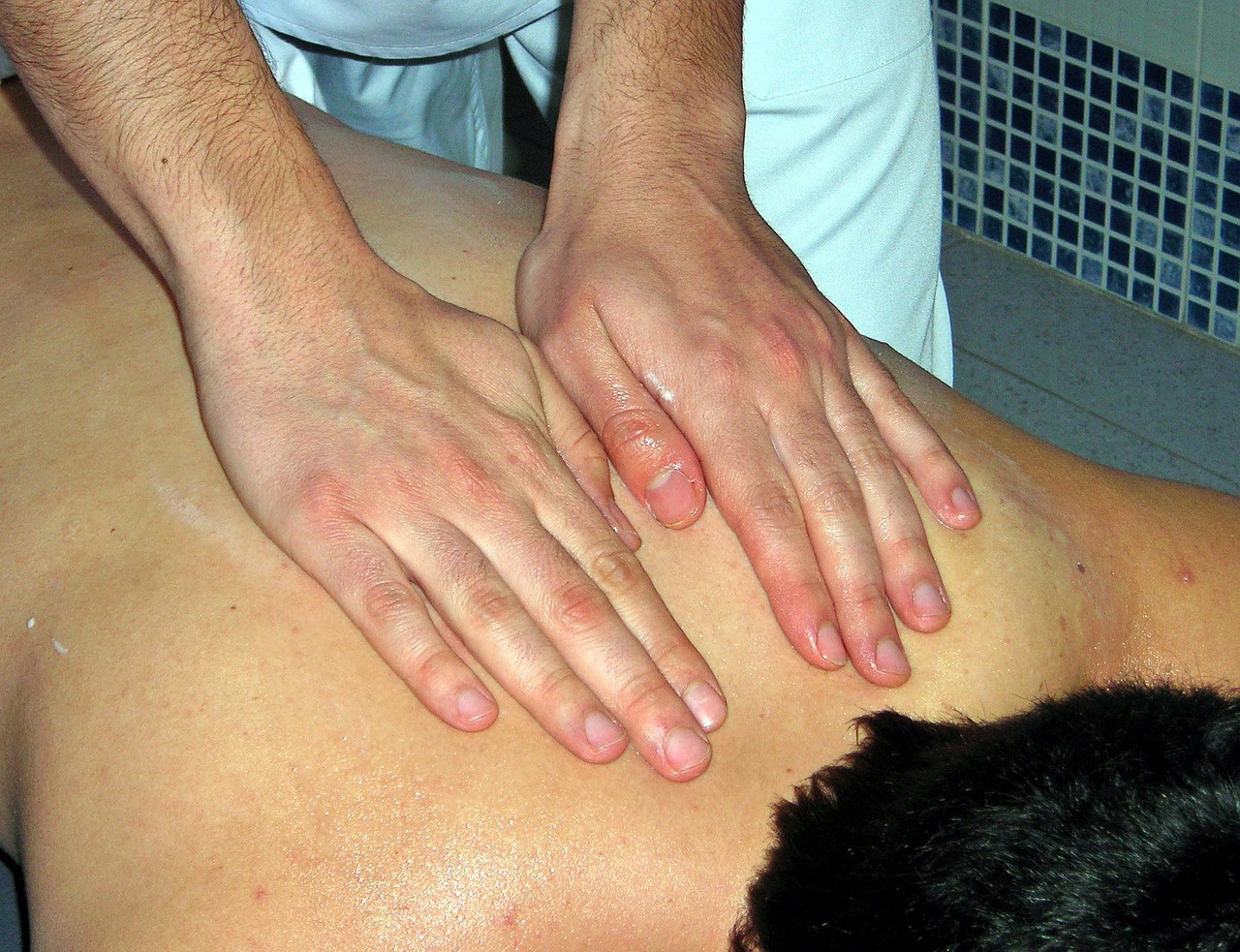 massage hands therapy free photo