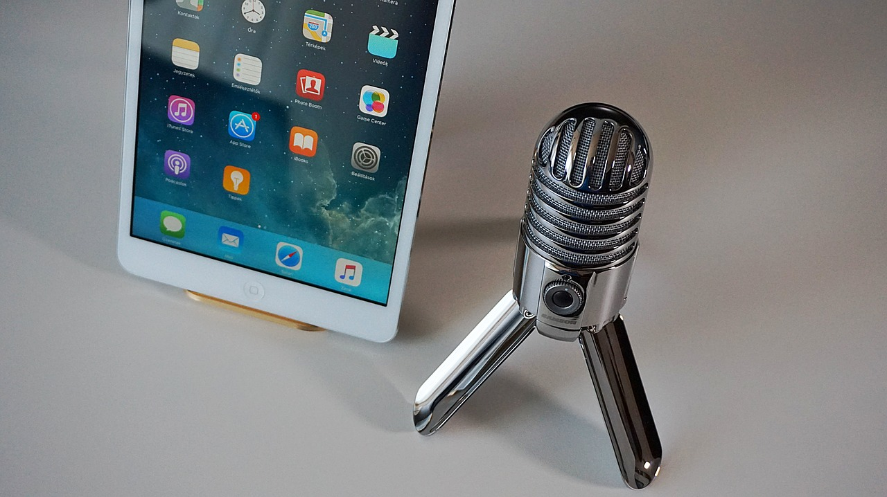 microphone tablet podcast free photo