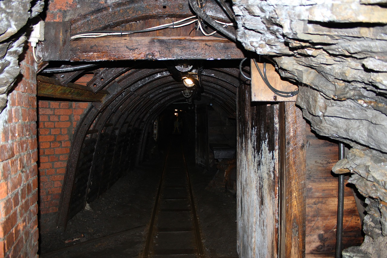 mining tunnel resin free photo