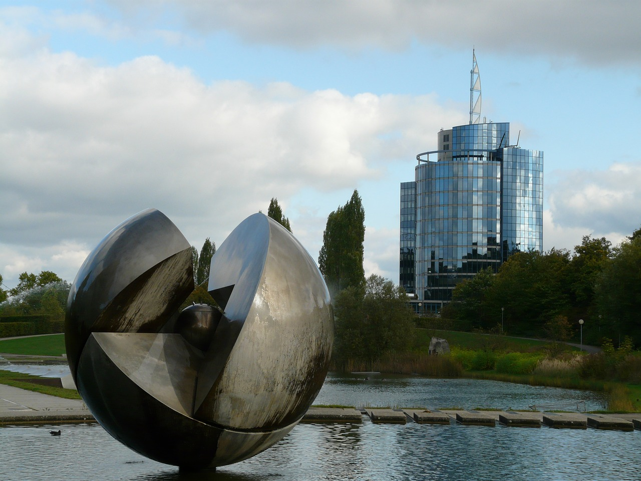 modern art,ball,fountain,water,stuttgart,rose stone park,english landschaftspark,landscape park,südwestdeutschland,leech lake,bülow tower,building,architecture,free pictures, free photos, free images, royalty free, free illustrations, public domain