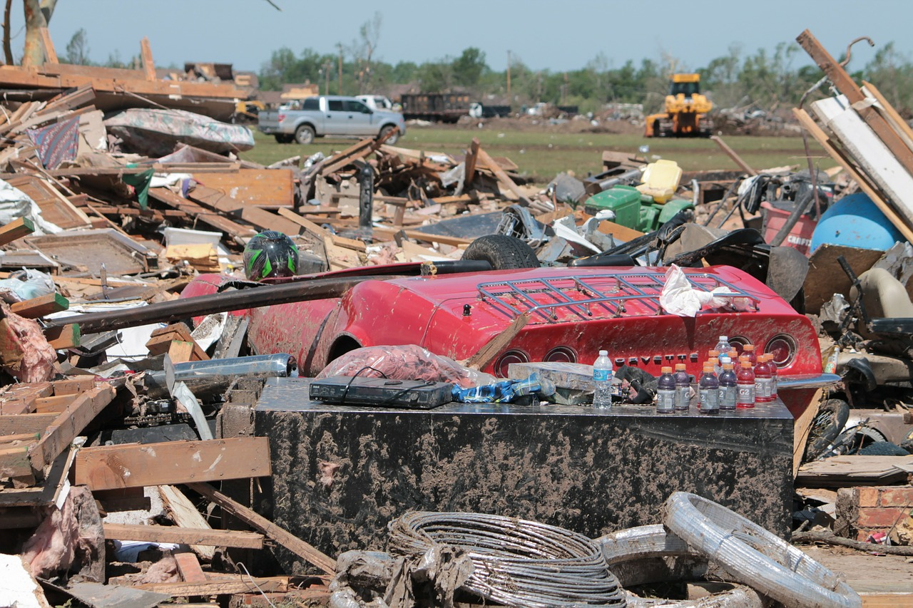 moore oklahoma tornado free photo