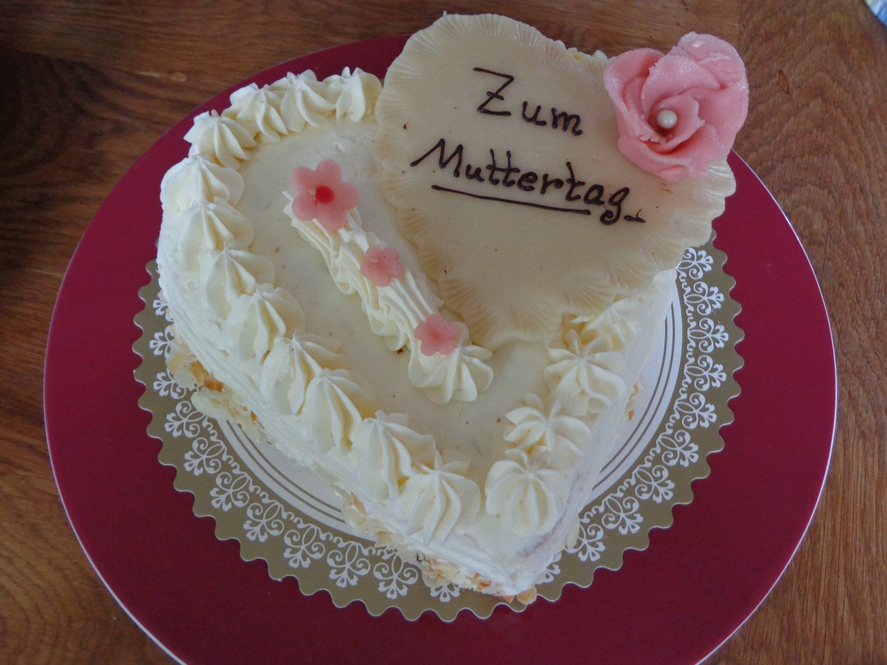 mother's day,cake,marzipan,rose,sweet,buttercream,heart,welcome,gift,greetings,red,about love for mother's day,free pictures, free photos, free images, royalty free, free illustrations, public domain