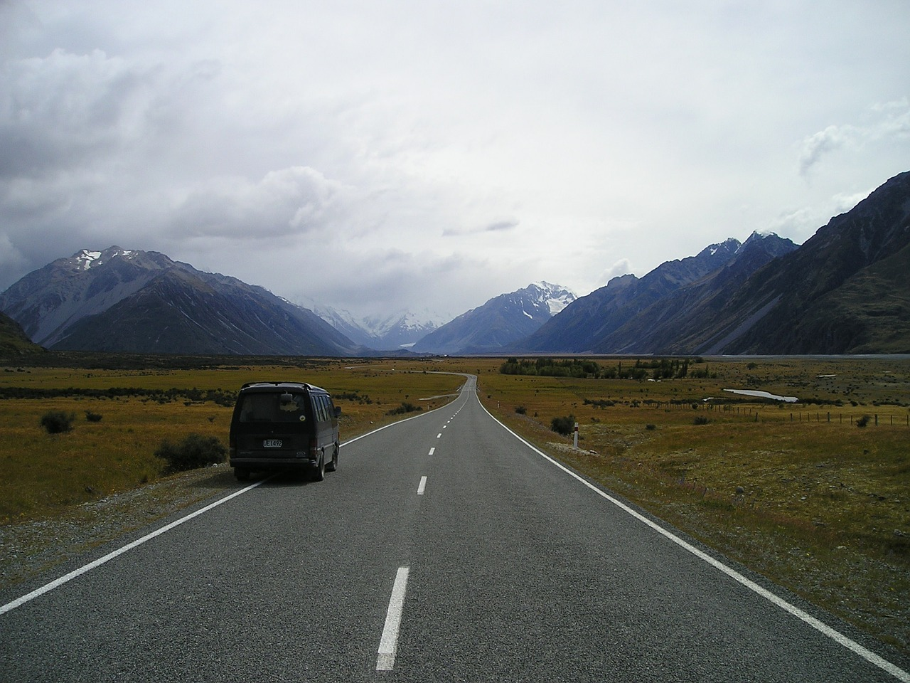 new zealand,endless,road,loneliness,free pictures, free photos, free images, royalty free, free illustrations, public domain