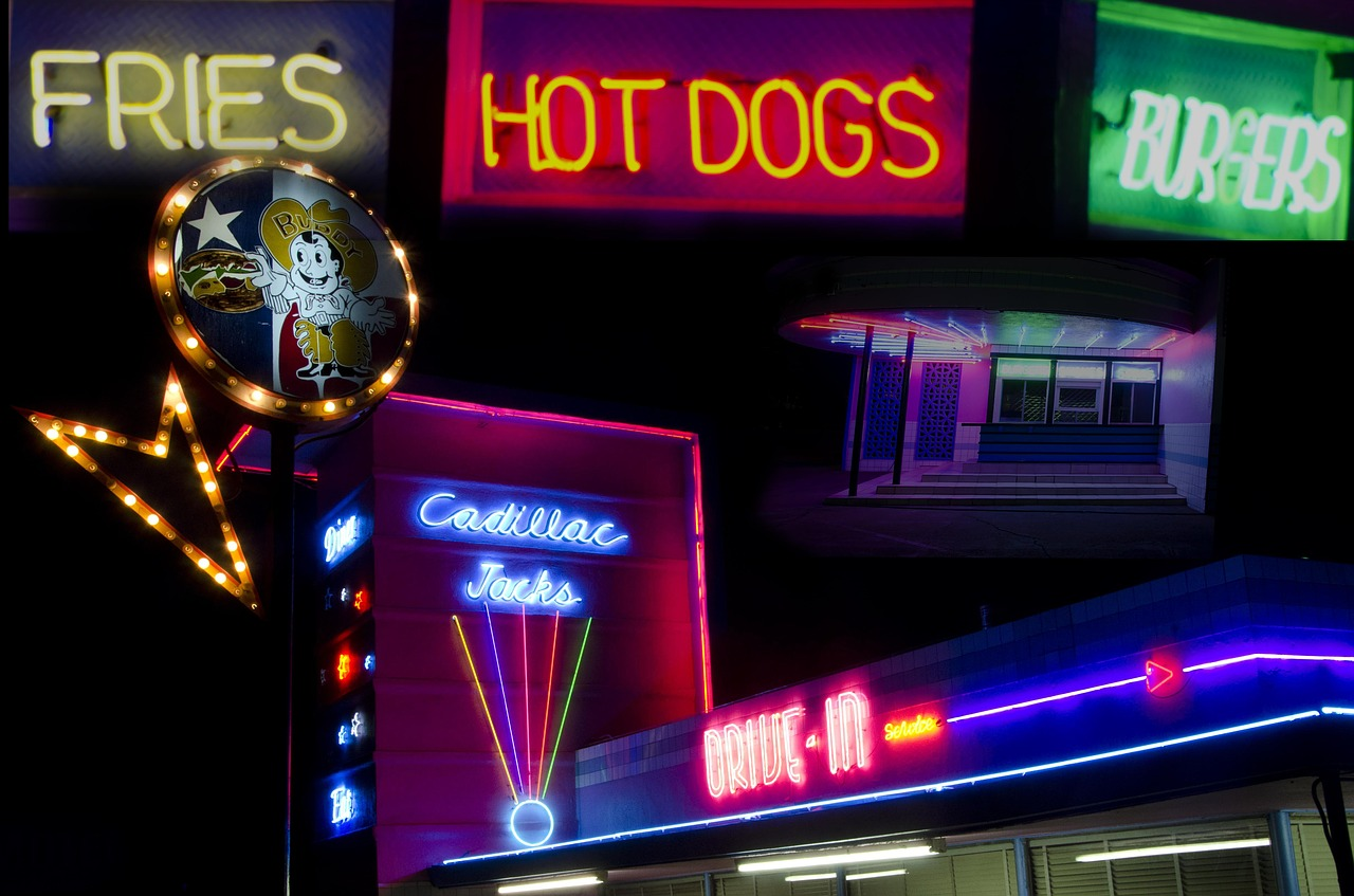 night,neon signs,hot dogs,bistro,dining,advertisement,food,diner,restaurant,neon,free pictures, free photos, free images, royalty free, free illustrations, public domain