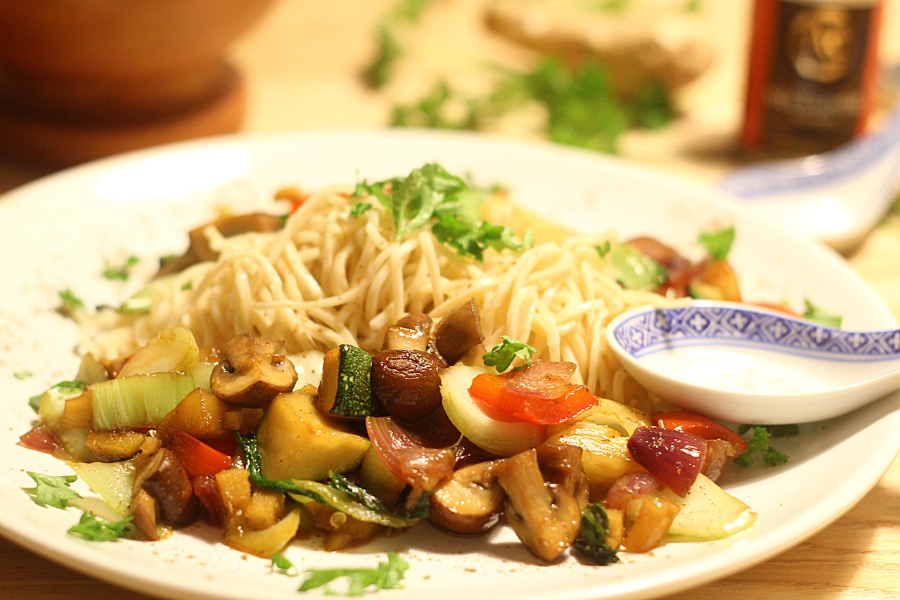 noodles asia vegetables free photo