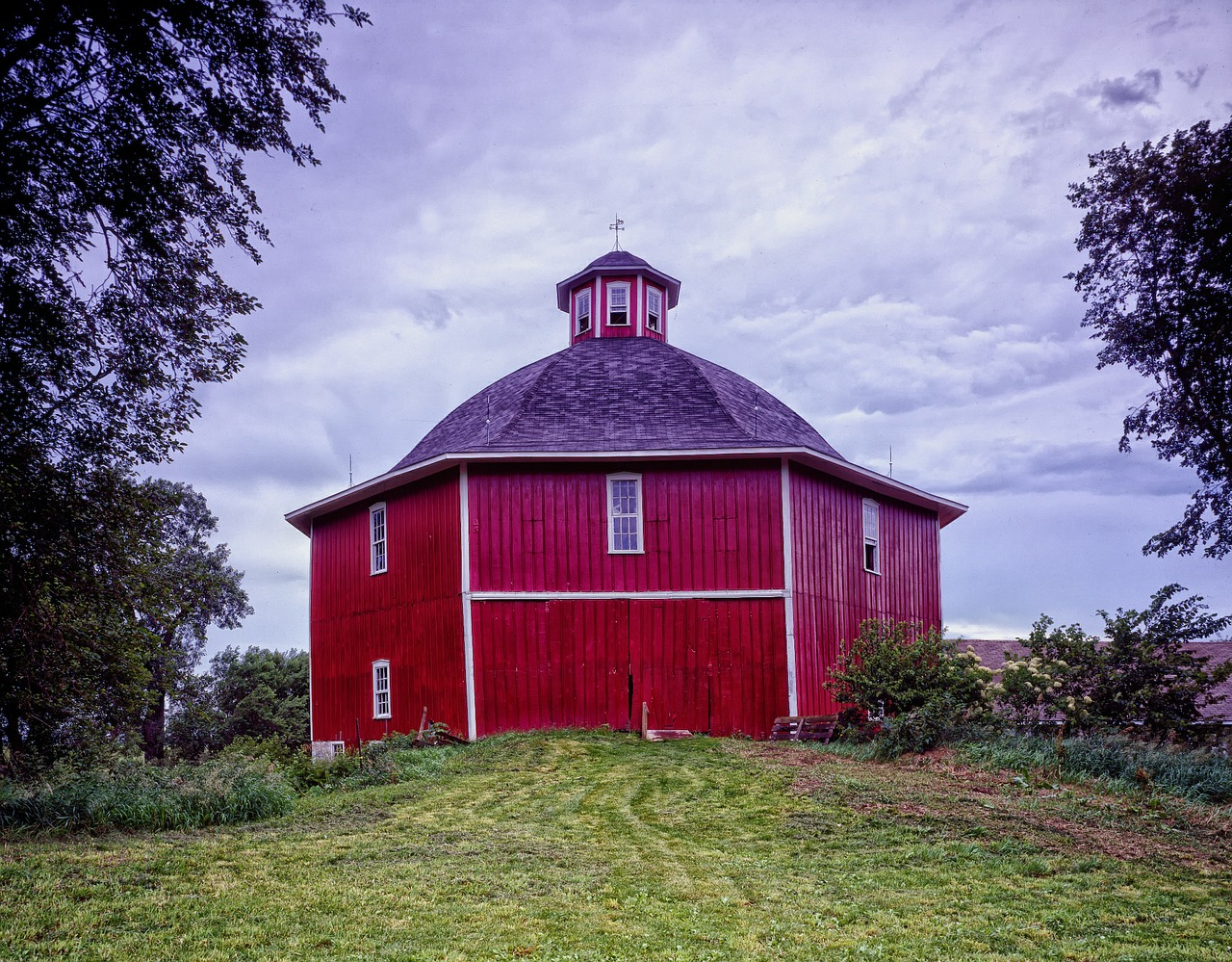 octagon barn barn sky free photo