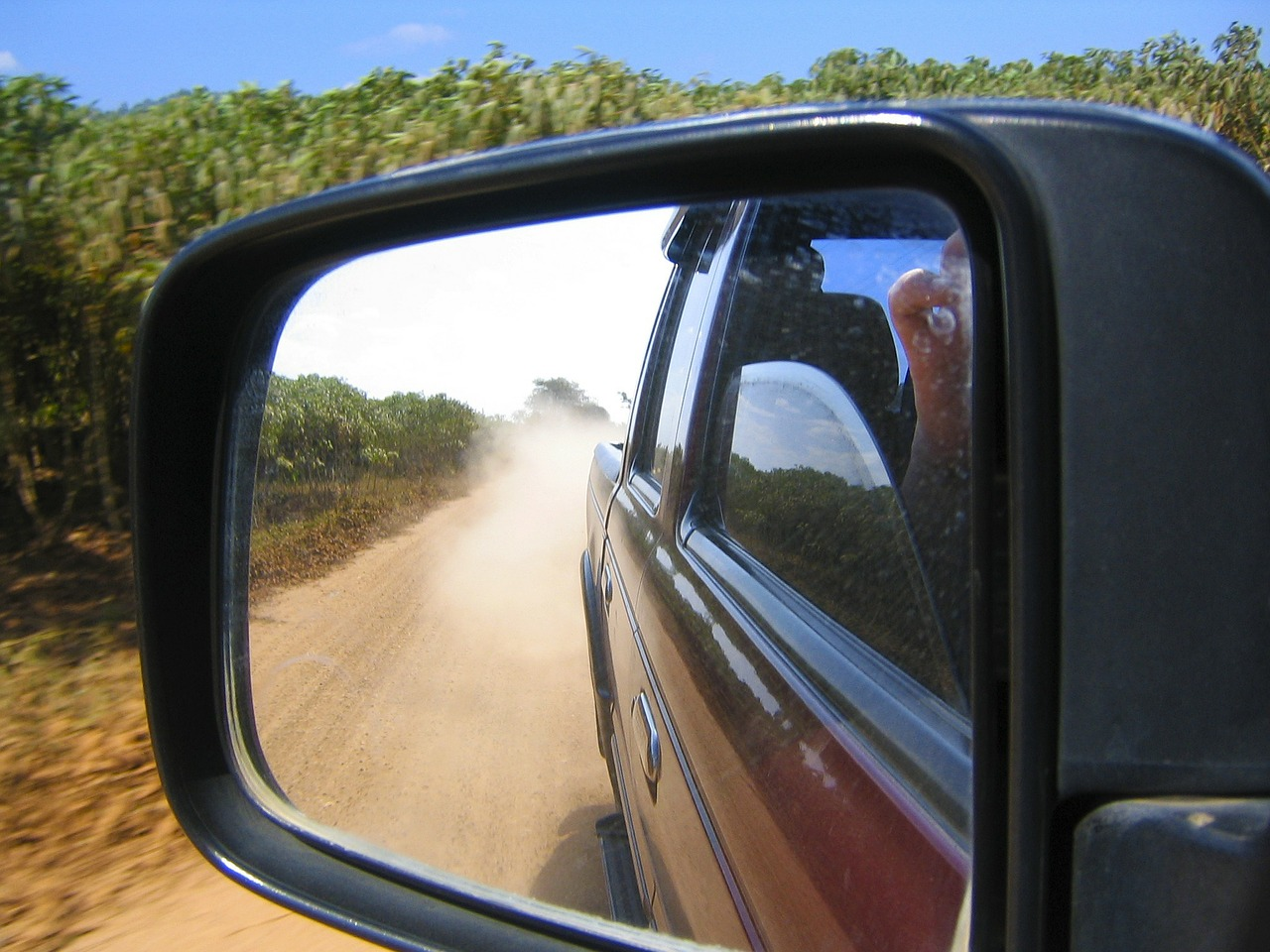 offroad look in side mirrors dust free photo