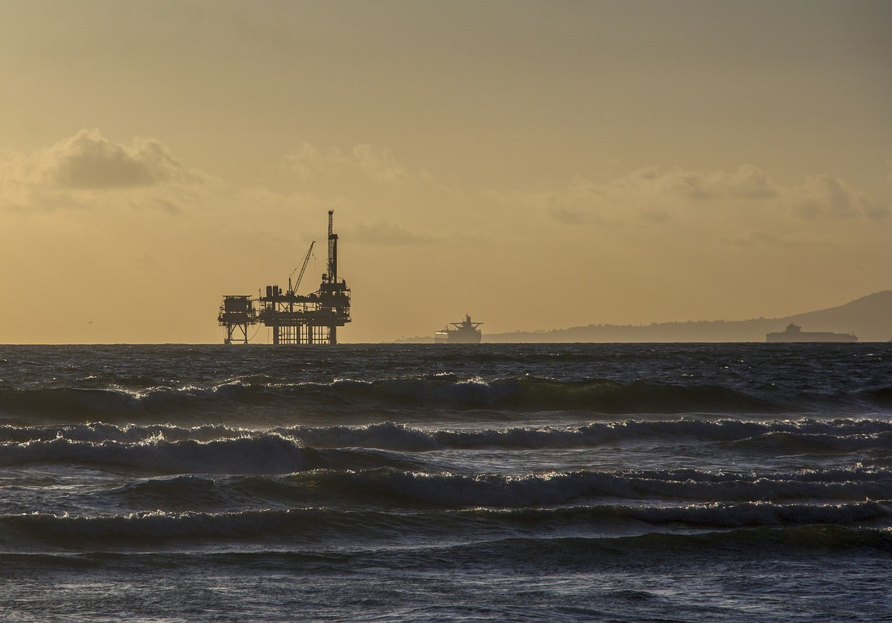 oil platform,offshore platform,oil rig,industry,ocean,sunset,sea,water,waves,dawn,oil,environment,free pictures, free photos, free images, royalty free, free illustrations, public domain