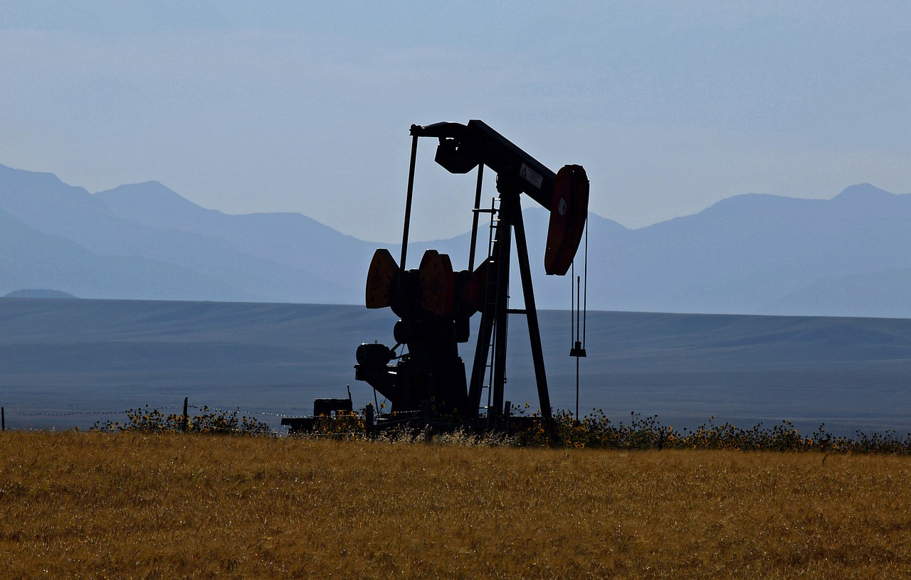 oil pump montana usa free photo