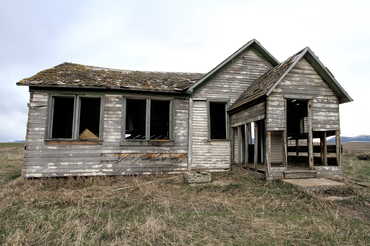 old farm house decay home free photo