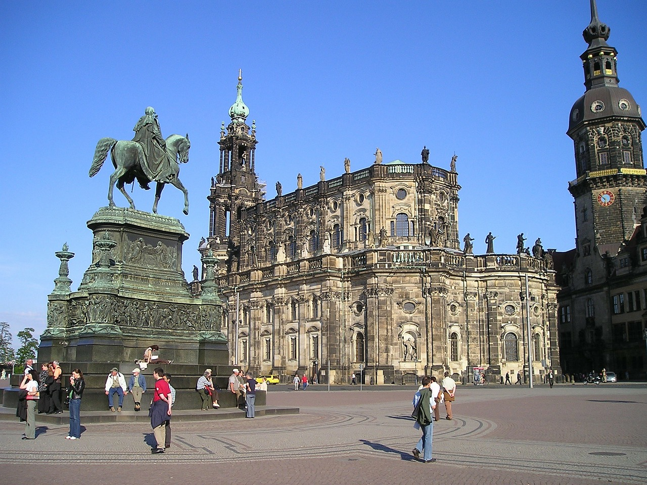 old town dresden statue free photo