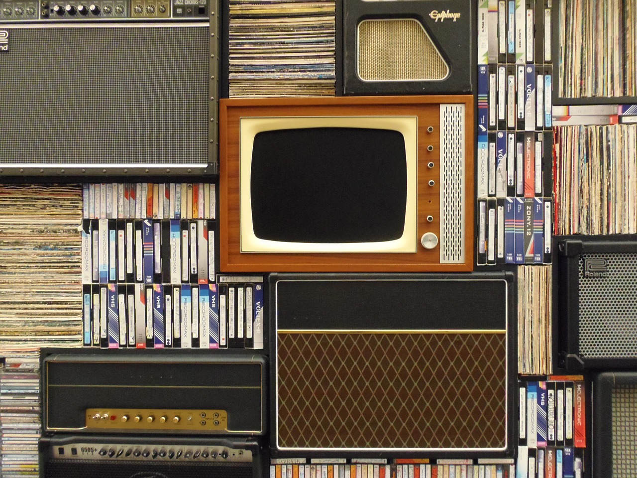 old tv,records,vhs tapes,retro,tv,vintage,videotape,vhs,television,studio,movie,media,home,aged,old,outdated,free pictures, free photos, free images, royalty free, free illustrations, public domain