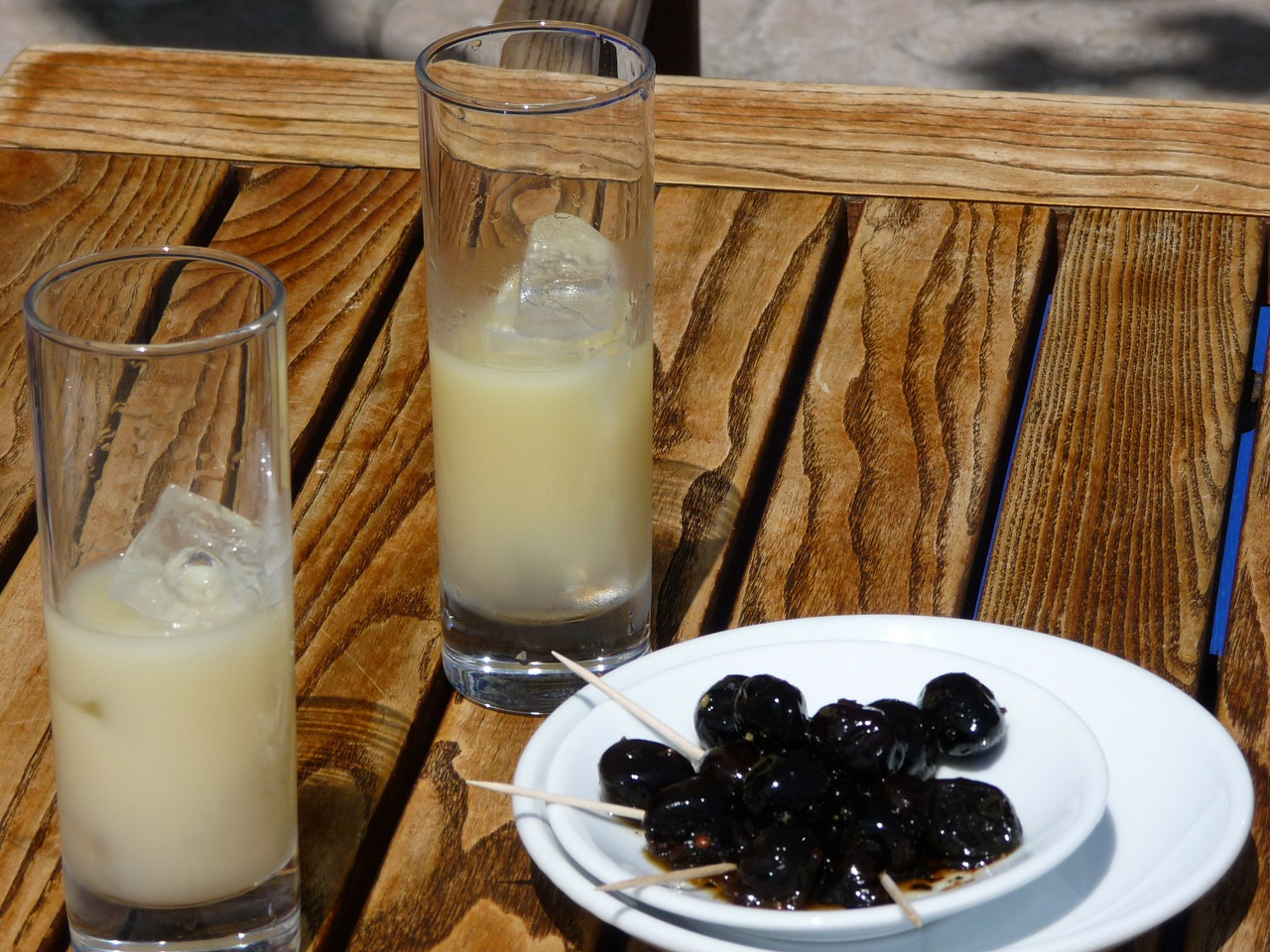 olives,pastis,black olives,aperitif,table,south of france,free pictures, free photos, free images, royalty free, free illustrations, public domain