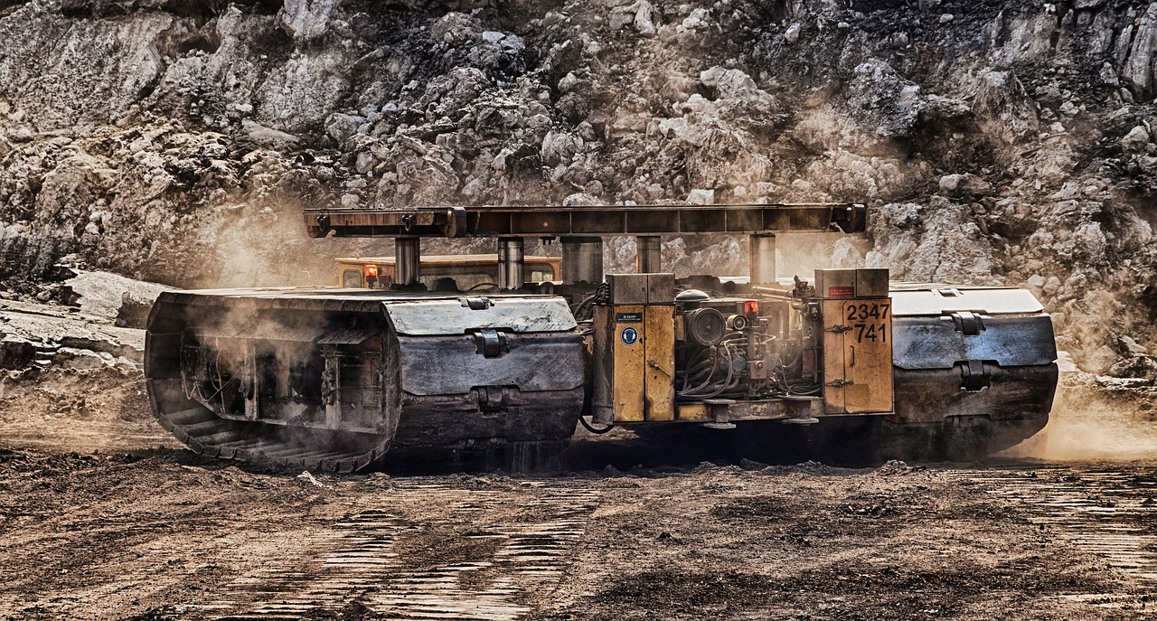 open pit mining  tracked vehicle  carbon free photo