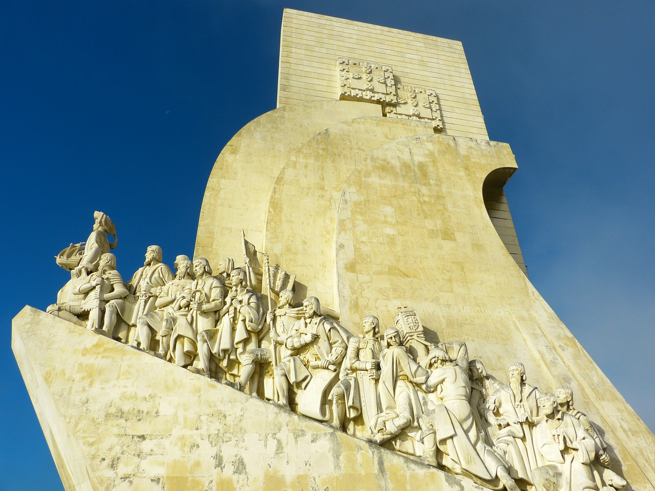 padrão dos descobrimentos monument of the discoveries belem free photo