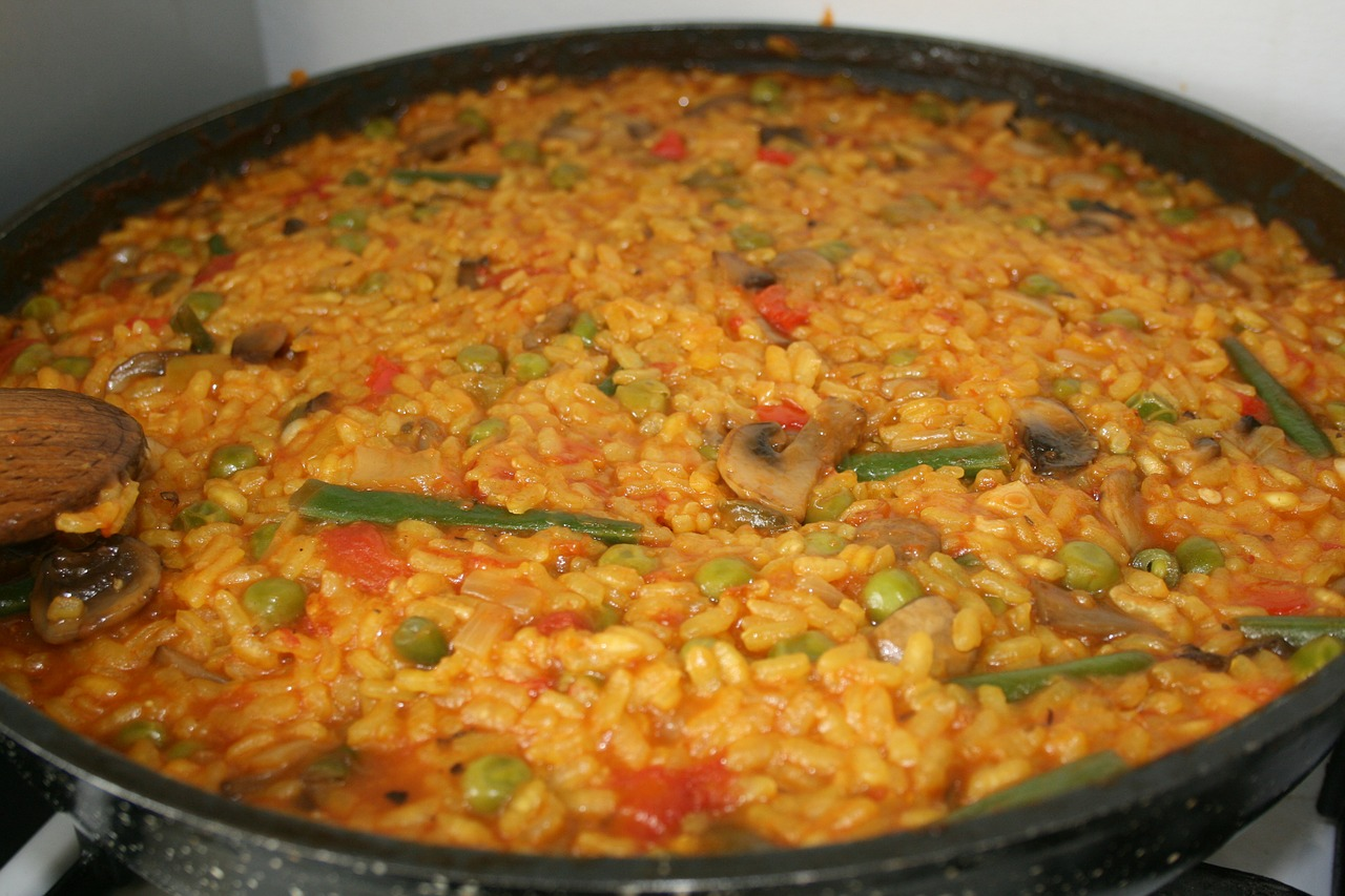 paella vegetarian food free photo