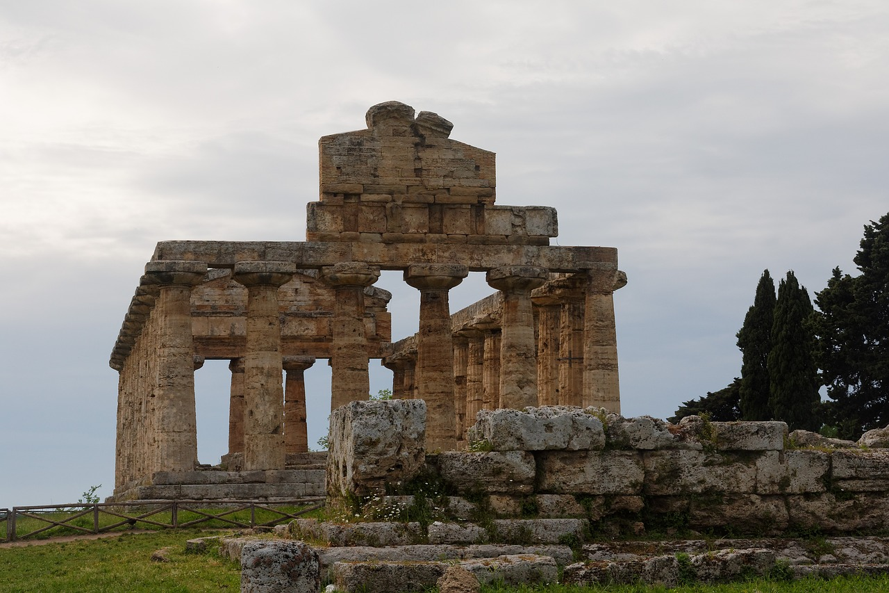 paestum temple places of interest free photo