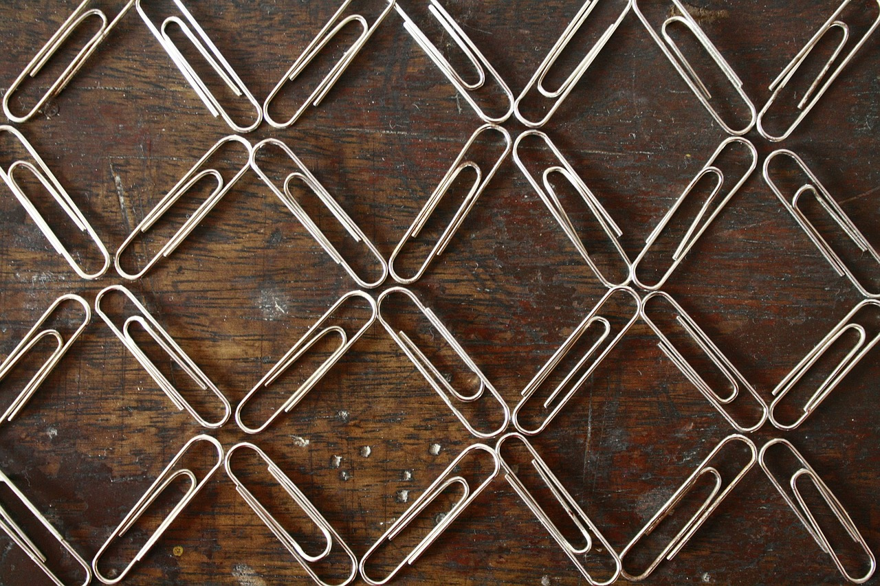 paper-clips,paper clips,office,stationery,metal,fastener,metallic,steel,pattern,structure,arranged,free pictures, free photos, free images, royalty free, free illustrations, public domain