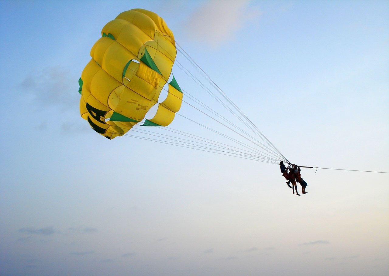 parachute jumping man free photo